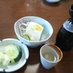 さかなや 魚清 - 奴豆腐と漬け物