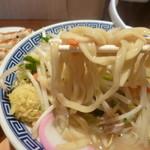 東京タンメン トナリ - 麺アップ