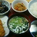 東近江五個荘食堂 - 料理写真:一汁三菜メニューです。これだけ食べても700円ちょっとです。