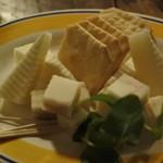 どじはうす - チーズ&クラッカー