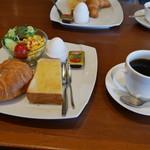 今万人珈琲   - モーニングサラダセット