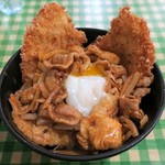 キッチン男の晩ごはん - スタミナ野郎丼(ミックス)、見た目にジャンク