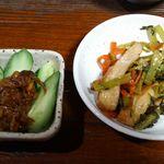 旅籠 ふじ - サービスのもろきゅう、野菜と揚げの炒め煮?