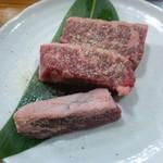 焼肉やる気 - 厚切り牛タン(塩だれ)