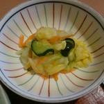柿ェ門 - ジャンボロースかつ定食の漬け物