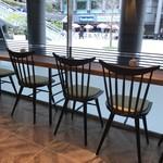 ヴィディヤ カフェ - カウンター向かいのガラス張りは全面!