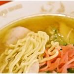 一龍 - ぷりぷりっとした食感で、どこか懐かしい風味の麺。