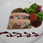 64275033 - 豚スネ肉とフォアグラのテリーヌ ビュイ産レンズ豆のサラダと共に