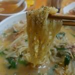ラーメンya - お店のオススメの味噌ラーメンの食べ方、麺に胡椒を直接振るんですって。 気に入ったので色んなとこで、やってみよう。