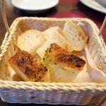 オステリア ブッコ - 自家製パン2種