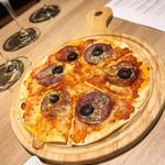 ギンザ オリーバル - サラミのトマトソースピザ