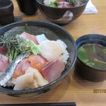 64284487 - 海鮮丼+赤出汁