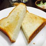 64285504 - トーストセットの厚切りトースト