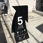 5FIVE CAFE&DINER - 店外看板。