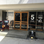 5FIVE CAFE&DINER - 入り口。