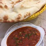 インド料理 ドルーガ - Aランチセット。200円追加でカレーをシーフードヴィンダロに変更。