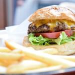 SASA BURGER - チーズバーガー@税込1,020円:バーガーのある風景