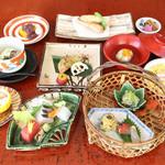 京都ぎをん 八咫 - 豆皿おまかせコース コース内容(全7品) 先付け 椀物 お造り 豆皿9種 焼き物 ご飯 水物