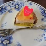 サロンドカフェアンジュ  - リンゴ入り 濃厚チーズケーキ  (弘前 ミ キュイ)¥350