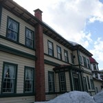 サロンドカフェアンジュ  - アンジュの 入ってる 旧東奥義塾外人教師館  です まだ 雪が たくさん