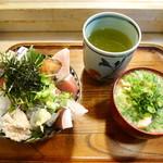 江戸富士 - 海鮮どん¥1000 +魚汁¥200
