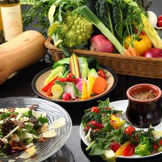 四季折々の有機野菜や鮮魚、お肉を使った料理が自慢