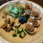千松しま - 鯨と山葵菜の小鉢、蔓紫、長茄子、牛蒡、昆布…