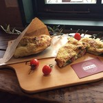 ◆カルツォーネ(包み焼きピザ)