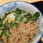 蕎麦処 グレゴリー - 生パクチー蕎麦・麺クローズアップ