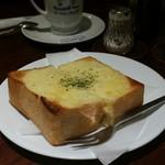 64305960 - チーズトースト、とろ~ん♪