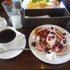 カフェ マチルダ - 料理写真:ベリーベリーパンケーキ(ハーフサイズ)、ホットコーヒー