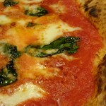 64309324 - ジューシーなトマトソースと、たっぷりのモッツァレラチーズが溶け合い美味しい!