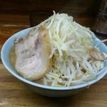 ラーメン二郎 - 料理写真:小ラーメン(ヤサイ・ニンニク少な目)のはず