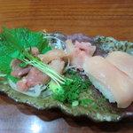鳥の里 - コースの鶏寿司と鶏刺し