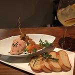恵比寿ワインバル梟 - フォアグラと鷄レバーのパテ