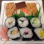 魚菊 - お寿司盛り合わせ