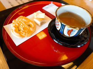 首里城 鎖之間 - 琉球菓子とさんぴん茶のセット @310円