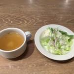 神田の肉バル RUMP CAP - セットのスープとサラダ