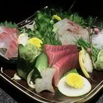 64316568 - 「旬鮮魚のお造り 3点」