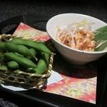64316574 - 前菜の「鶏ささみの湯引き ~博多めんたい添え~」と「おつまみ枝豆」