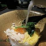 完全個室居酒屋 壱岐 - 「はかた鶏オリジナル鶏飯」途中で鶏白湯をかけます