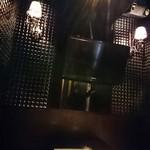 完全個室居酒屋 壱岐 - 個室の壁は天井まで伸びています