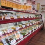 肥後椿のお弁当 - ところが店内には美味しそうな手作りお惣菜がたくさん並んでました。