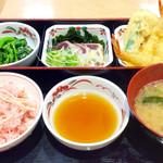 街かど屋 - 「桜しらすごはんの彩三昧定食」(850円税込)。