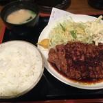 豚々亭 - トンテキ定食(820円)