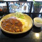 オムパレス - 料理写真:チキンのオムカレー(900円)
