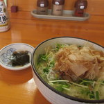 麺中夢中 - 日替わりのおかかご飯