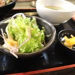 昭和大衆ホルモン - サラダ