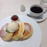 64340668 - 幸せのパンケーキ&コーヒー