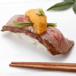 板前寿司 - 佐賀牛A5大とろレアステーキ生うにのせ